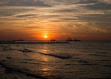 Coucher du soleil de Leba Pologne au-dessus de mer baltique Photo libre de droits