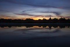 Coucher du soleil de Mandalay images libres de droits