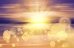 Coucher du soleil de mer avec le soleil lumineux Photos stock