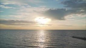 coucher du soleil de mer calme Mer calme banque de vidéos