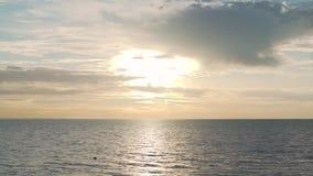 coucher du soleil de mer calme Mer calme clips vidéos