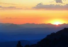 Coucher du soleil de montagne Images libres de droits