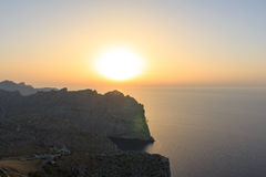 Coucher du soleil de montagne de phare en île de Palma Image stock