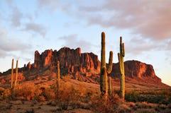 Coucher du soleil de montagne de superstition Photo libre de droits