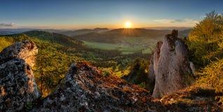 Coucher du soleil de montagne de la Slovaquie, panorama photographie stock libre de droits