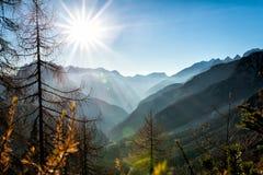 Coucher du soleil de montagne - vue panoramique Photo libre de droits