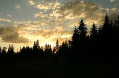 coucher du soleil de montagnes Photo libre de droits
