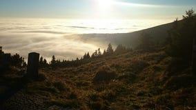 Coucher du soleil de montagnes image libre de droits