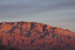 Coucher du soleil de montagnes de Sandia Photographie stock libre de droits
