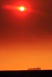 Coucher du soleil de navire porte-conteneurs Image stock