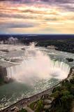 Coucher du soleil de Niagara Falls Image libre de droits