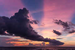 Coucher du soleil de nuage de train Photos stock