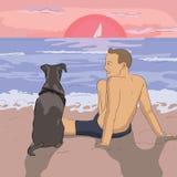 Coucher du soleil de observation d'homme et de chien à la plage Images libres de droits