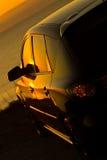 Coucher du soleil de observation de véhicule moderne Photos stock
