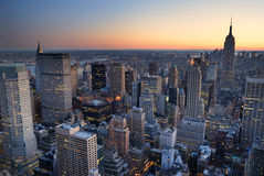 Coucher du soleil de panorama d'horizon de New York City Manhattan Photographie stock libre de droits