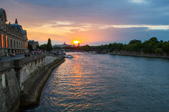 Coucher du soleil de Paris Photos stock