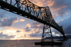 Coucher du soleil de passerelle d'Astoria OU de Megler Photo stock