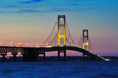 Coucher du soleil de passerelle de Mackinac, ville Michigan, Etats-Unis de Mackinaw Images stock