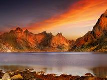 Coucher du soleil de paysage d'îles de Lofoten, Norvège images stock