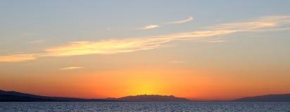 Coucher du soleil de paysage sur la mer Photos stock