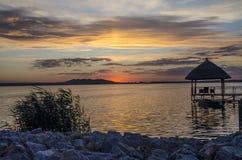 Coucher du soleil de Peacefull au-dessus de lac Murighiol Photo stock