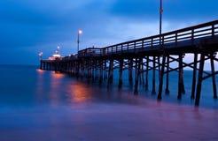 Coucher du soleil de pilier de balboa, plage de Newport, la Californie Image libre de droits