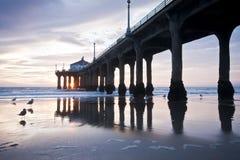 Coucher du soleil de pilier de Manhattan Beach Images stock