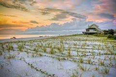 Coucher du soleil de plage avec des roseaux de dune Photographie stock