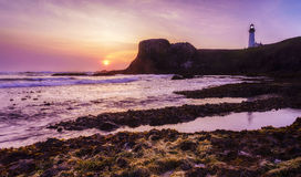 Coucher du soleil de plage avec le phare Photos libres de droits