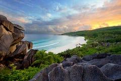 Coucher du soleil de plage d'anse de Grands Images stock