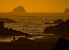 Coucher du soleil de plage de l'Orégon Image stock