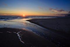 Coucher du soleil de plage de l'Orégon en Lincoln City Photo libre de droits