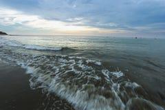 Coucher du soleil de plage de Mancora images stock