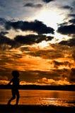 Coucher du soleil 2 de plage de Silhoutte Wondama Images libres de droits