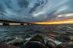 Coucher du soleil de pont d'Oland Photos stock