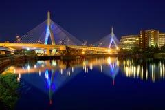 Coucher du soleil de pont de Boston Zakim dans le Massachusetts Images libres de droits