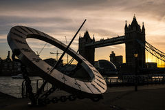 Coucher du soleil de pont de tour Images libres de droits