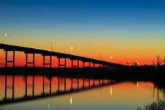 Coucher du soleil de pont en ferry de Pungo photographie stock