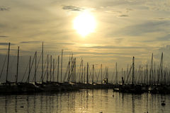 Coucher du soleil de port Photo stock