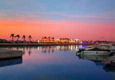 Coucher du soleil de port de Denia dans la marina chez Alicante Espagne Image libre de droits