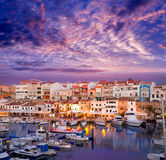 Coucher du soleil de port de marina de Ciutadella Menorca avec des bateaux Image stock