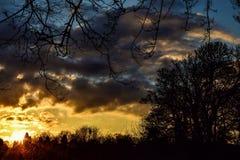 Coucher du soleil de pré Image libre de droits