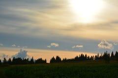 Coucher du soleil de pré Photos libres de droits