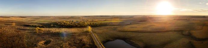 Coucher du soleil de prairie photo libre de droits