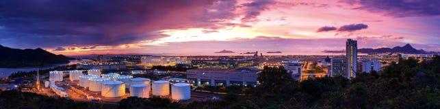 Coucher du soleil de réservoir de stockage de pétrole Photographie stock
