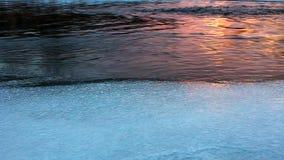 Coucher du soleil de rivière d'hiver banque de vidéos