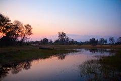 Coucher du soleil de rivière du Botswana photos stock