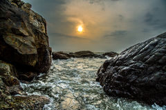 Coucher du soleil de rivière de roche Image libre de droits