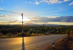 Coucher du soleil de route : Thaïlande Images stock
