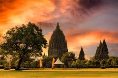 Coucher du soleil de sérénité au temple de Prambanan photos stock